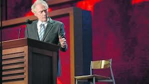Clint y la silla vacía